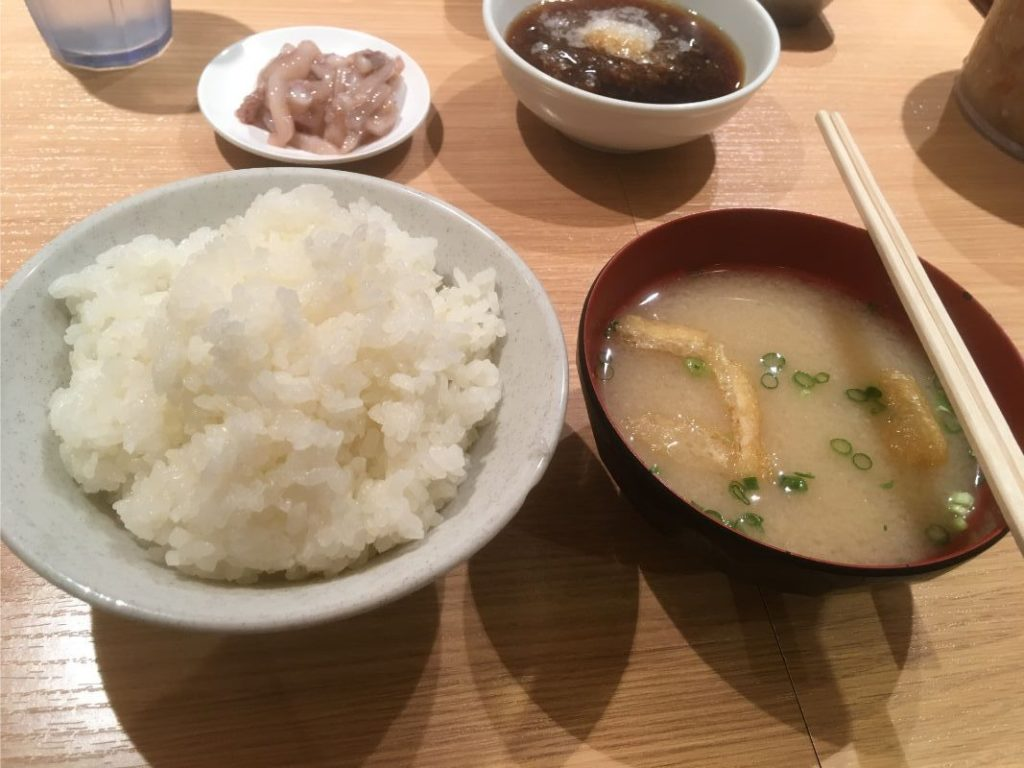 ひらおのご飯と味噌汁