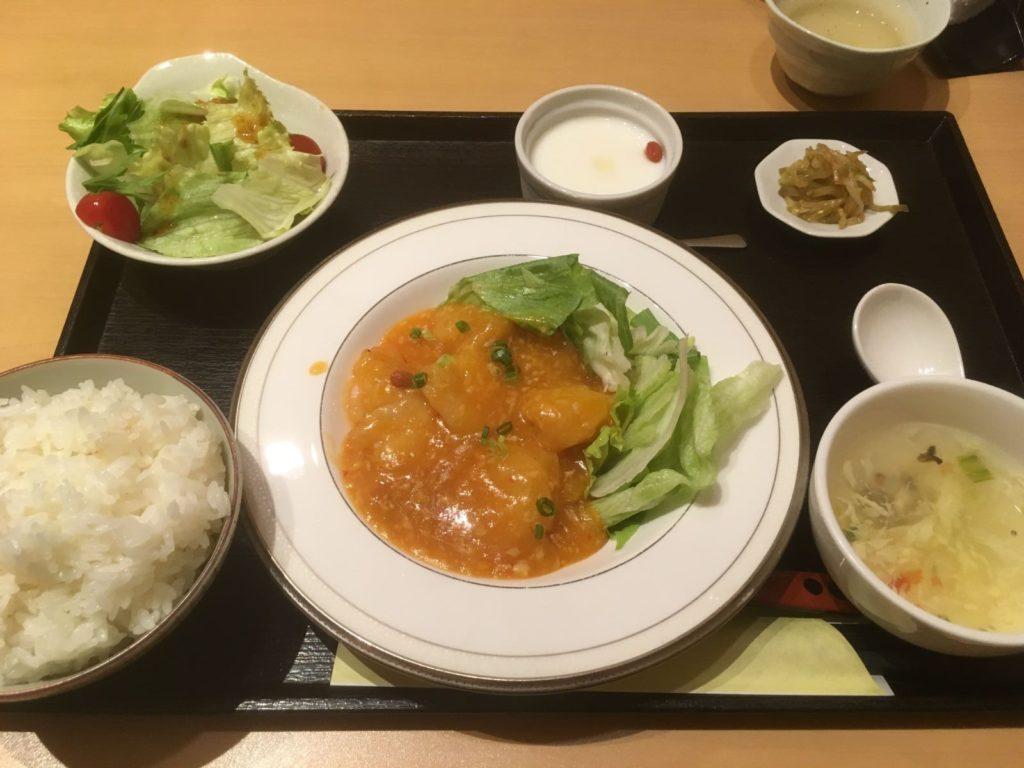 礼心 東方人康食養館のエビチリ定食