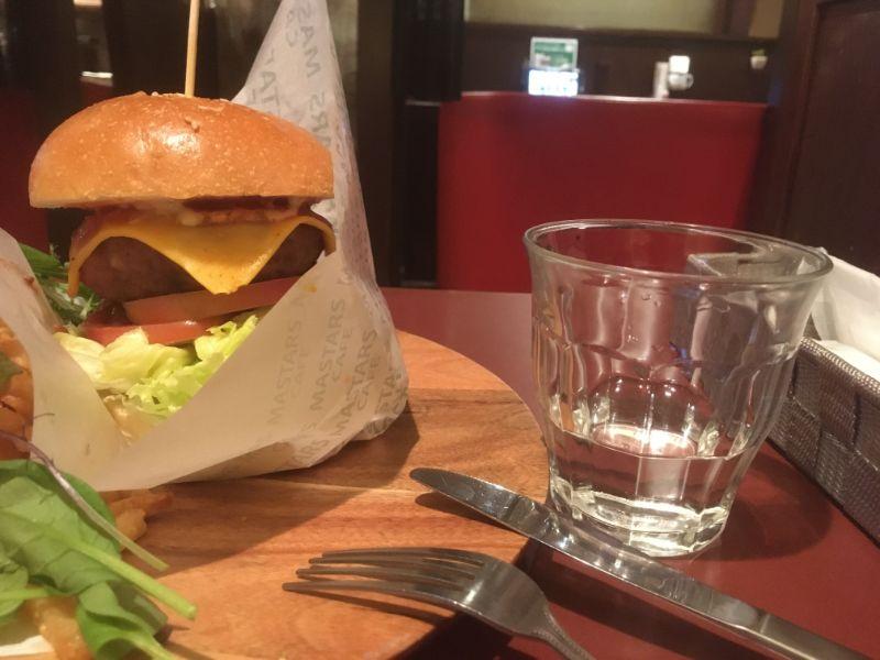マスターズカフェ博多のハンバーガー2
