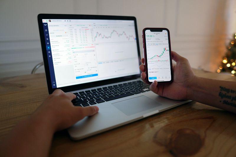 スマホとPCの株のチャート